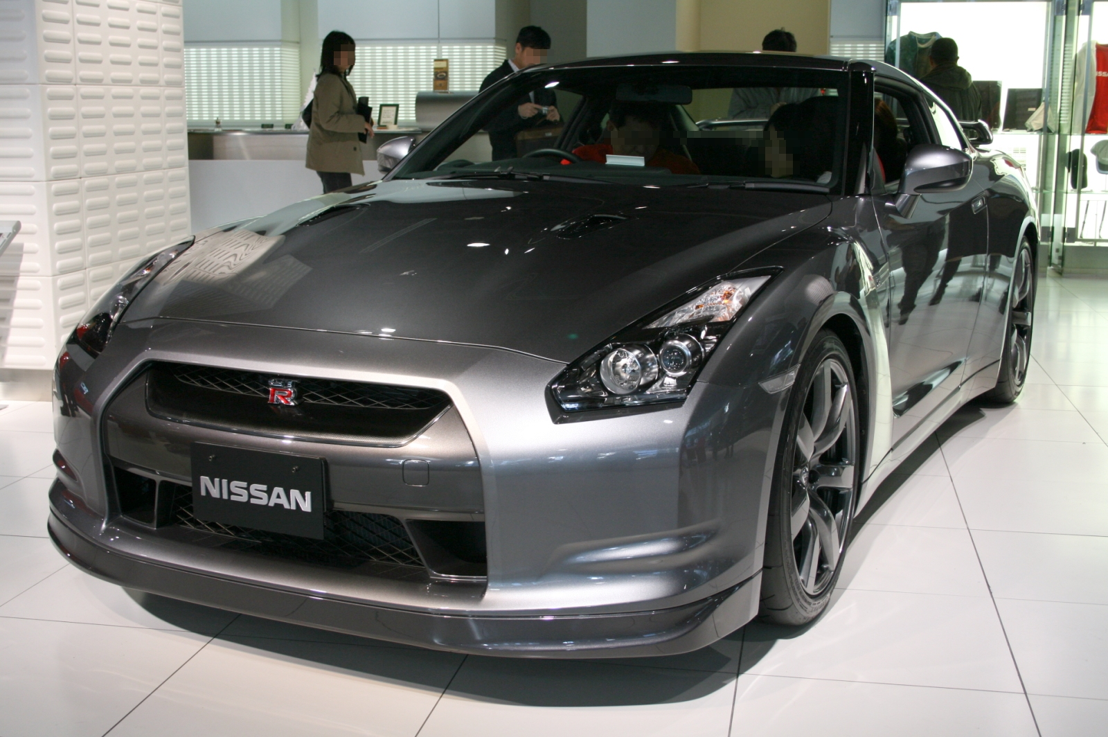 file:nissan gt-r in nissan gallery - wikimedia commons