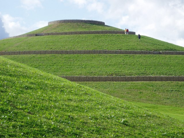 Northala Fields - main mound - geograph.org.uk - 1018934