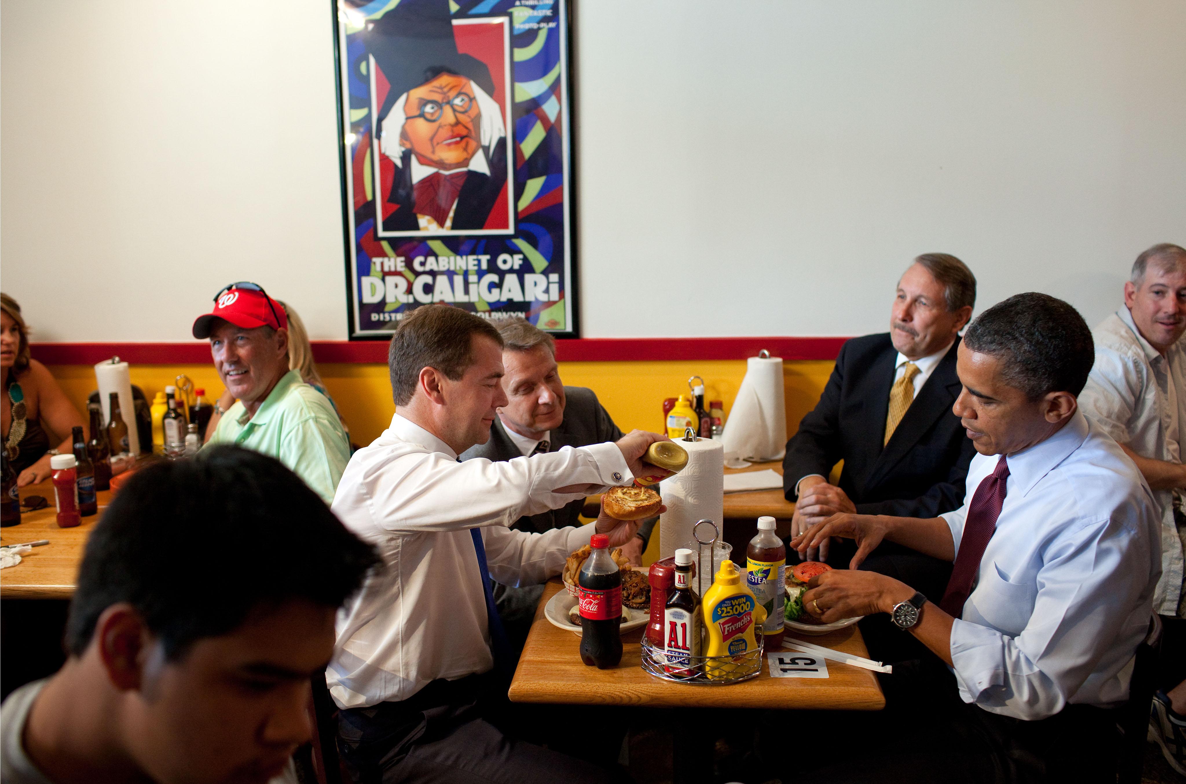 File:Obama Medvedev Ray's Hell Burger June 2010.jpg - Wikimedia ...