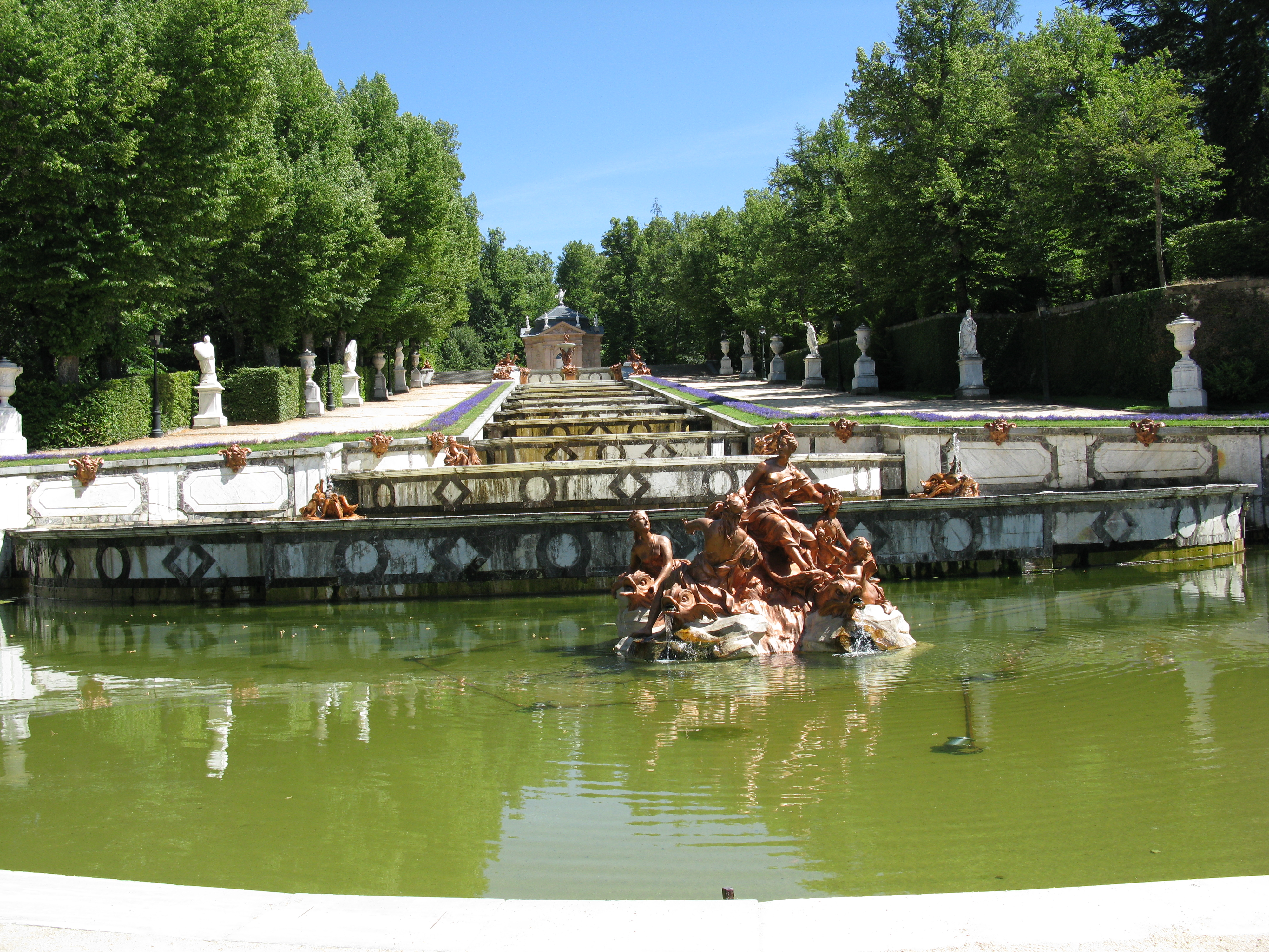 File palacio real la granja segovia 2010 wikimedia for Jardines de san ildefonso