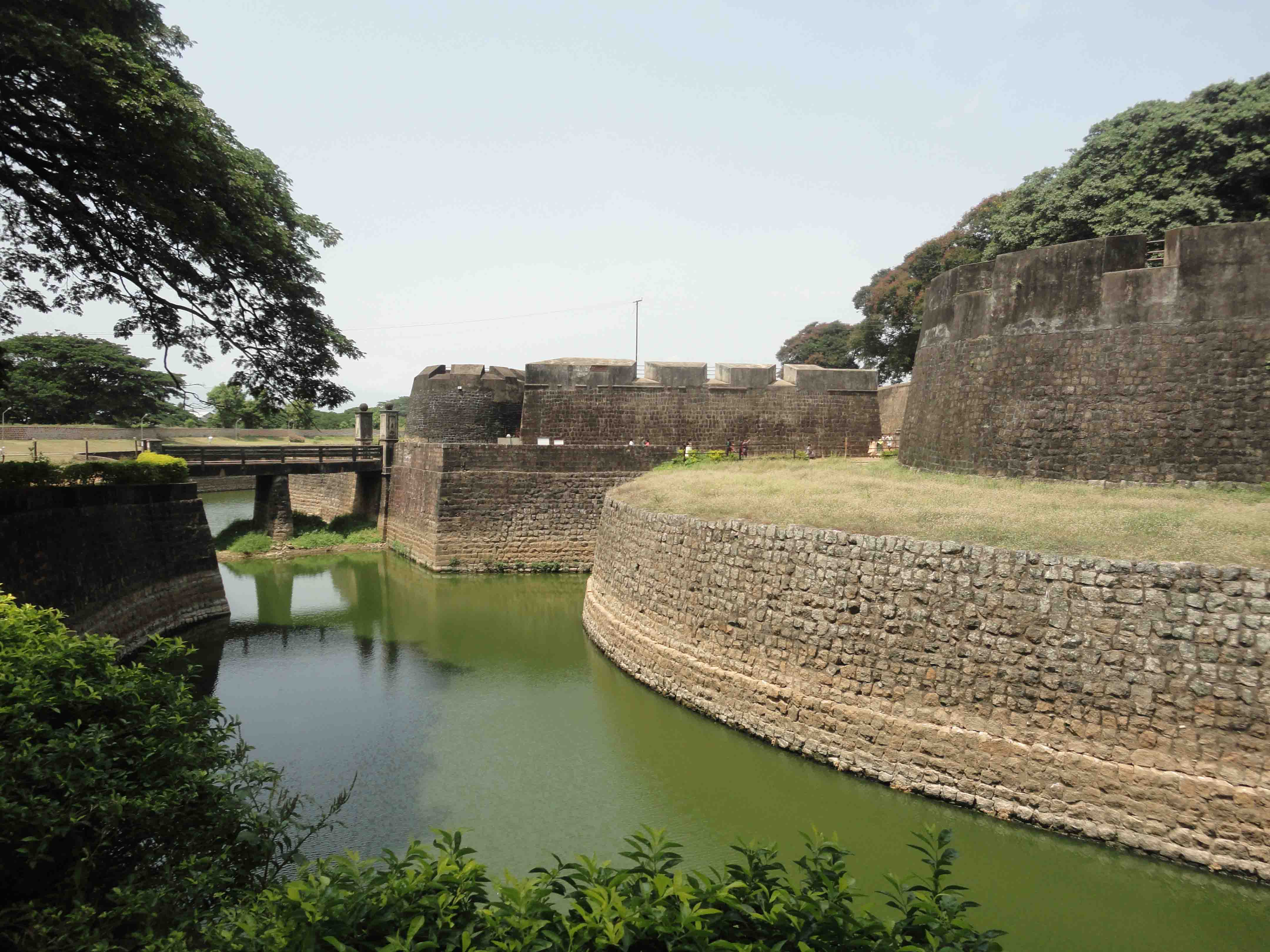 dating palakkad Palakkad has a long history dating back to the paleolithic period a large number of megalithic relics have been discovered from here palakkad fort palakkad fort, situated in the very.