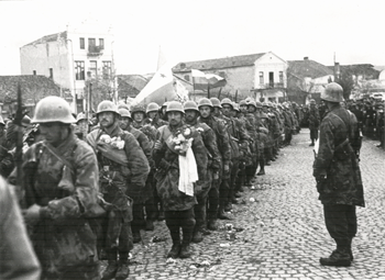Bulgarian paratroopers entering Kumanovo in Macedonia in November 1944. Paratroopers Kumanovo.png