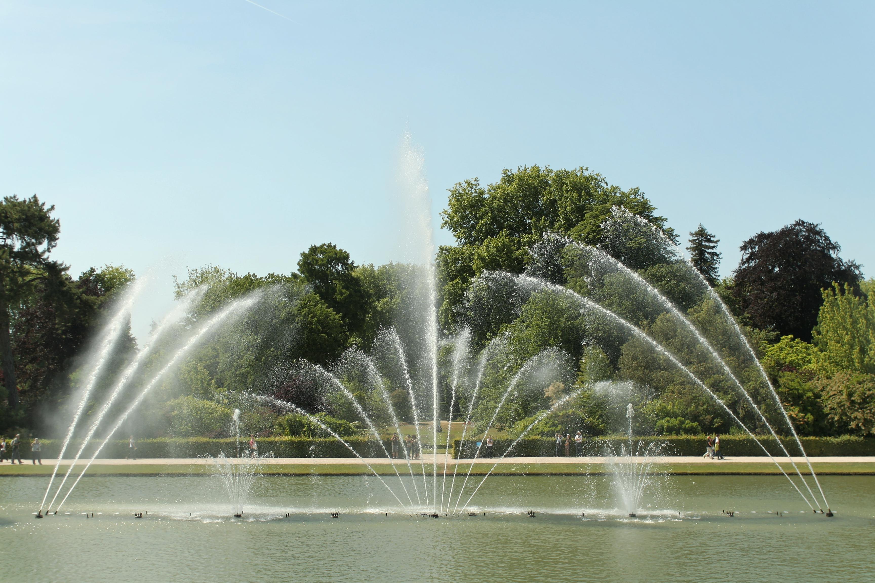 File parc de versailles bassin du miroir jets d 39 eau 10 for De l autre cote du miroir