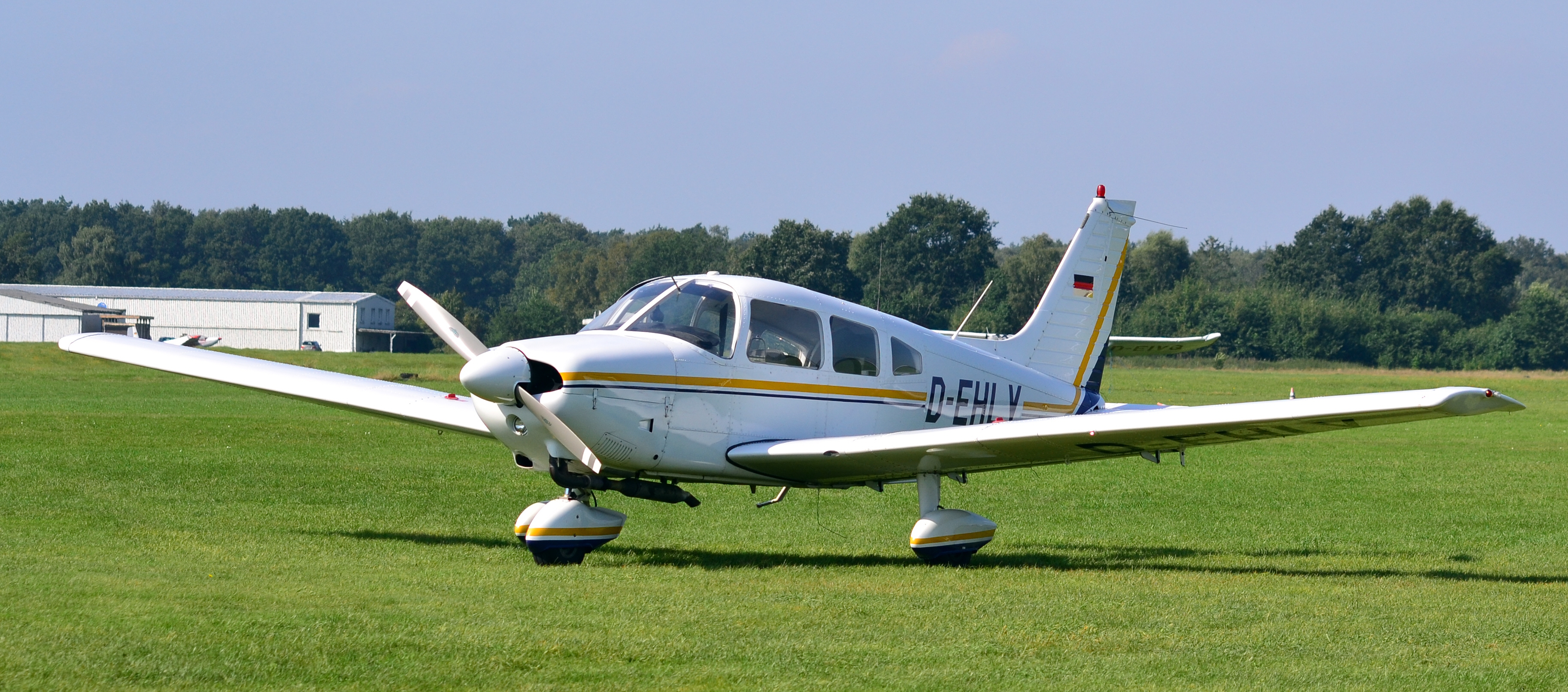 File piper pa 28 181 archer ii d ehly 01 jpg wikimedia commons