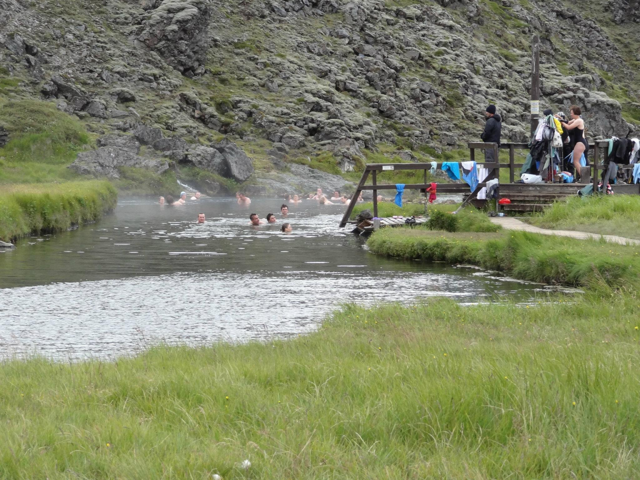 Landmannalaugar hot springs iceland natural hot springs for Piscine naturelle