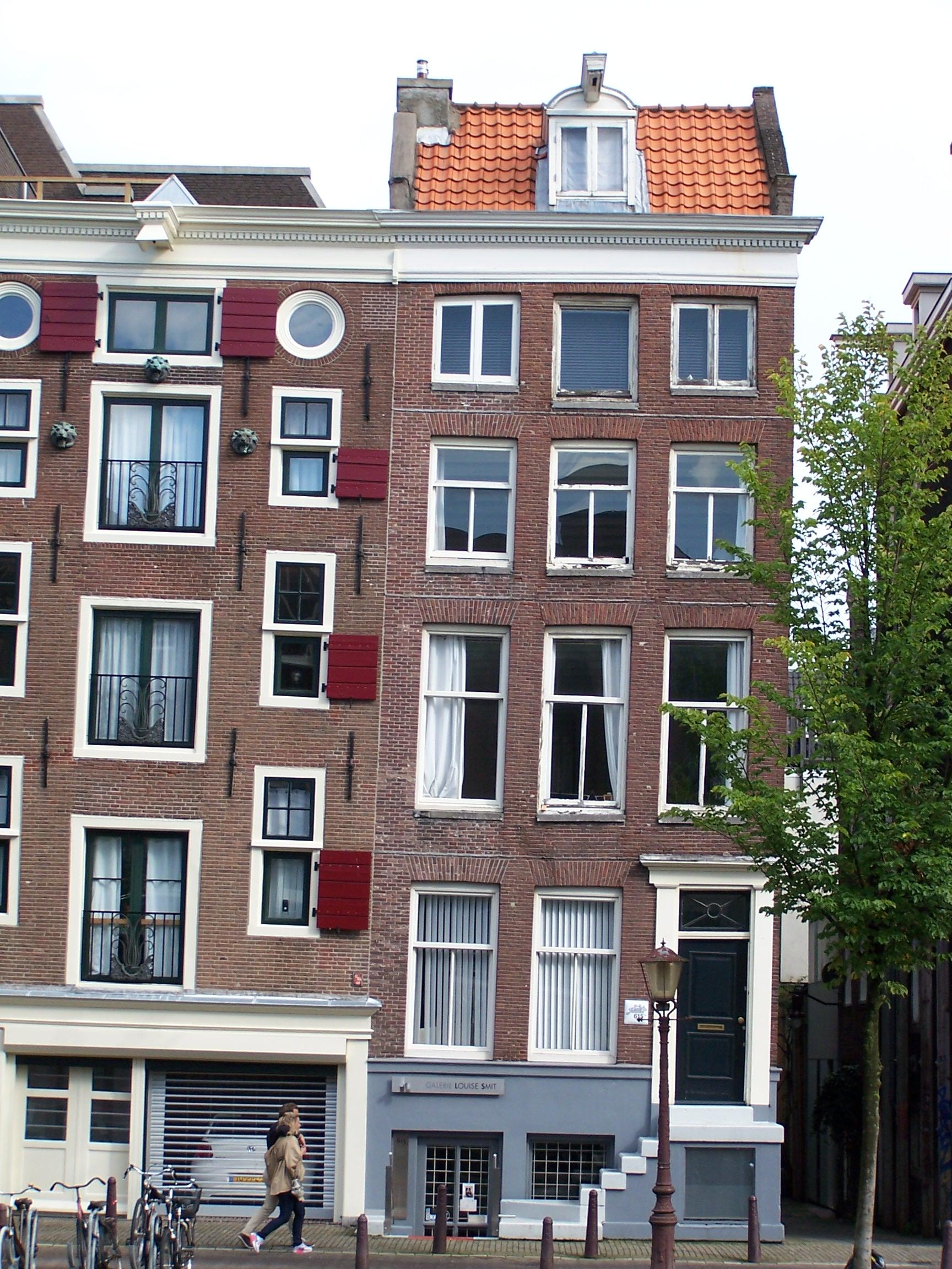 Huis met gevel onder gezamenlijke rechte lijst met 611a in amsterdam monument - Huis gevel ...
