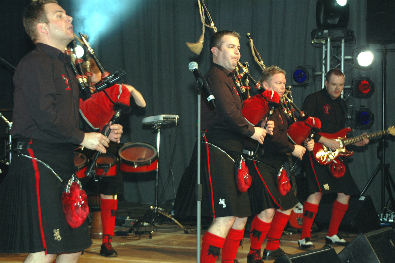 File red hot chilli pipers 2047 jpg wikimedia commons