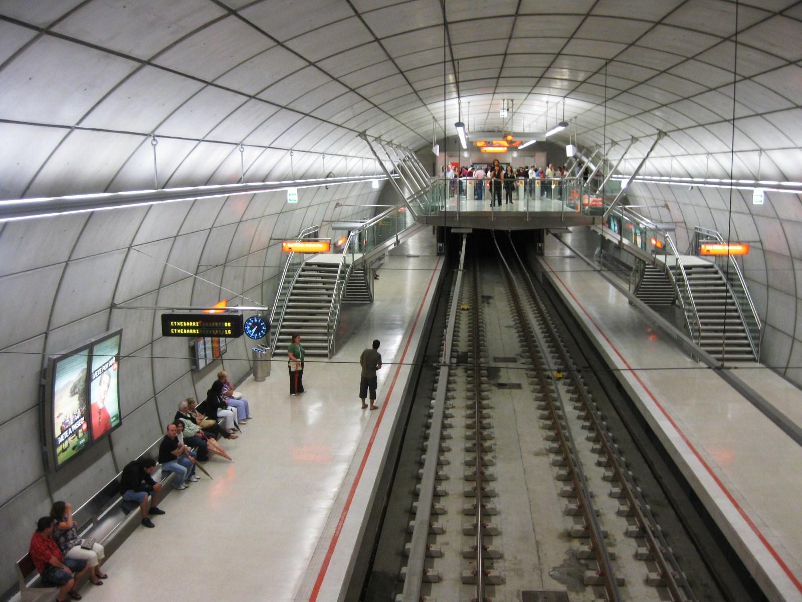 Cueto cantabria for Oficinas metro bilbao