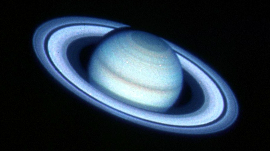 File Saturn From Hubble Nov 20 1990 Jpg Wikimedia