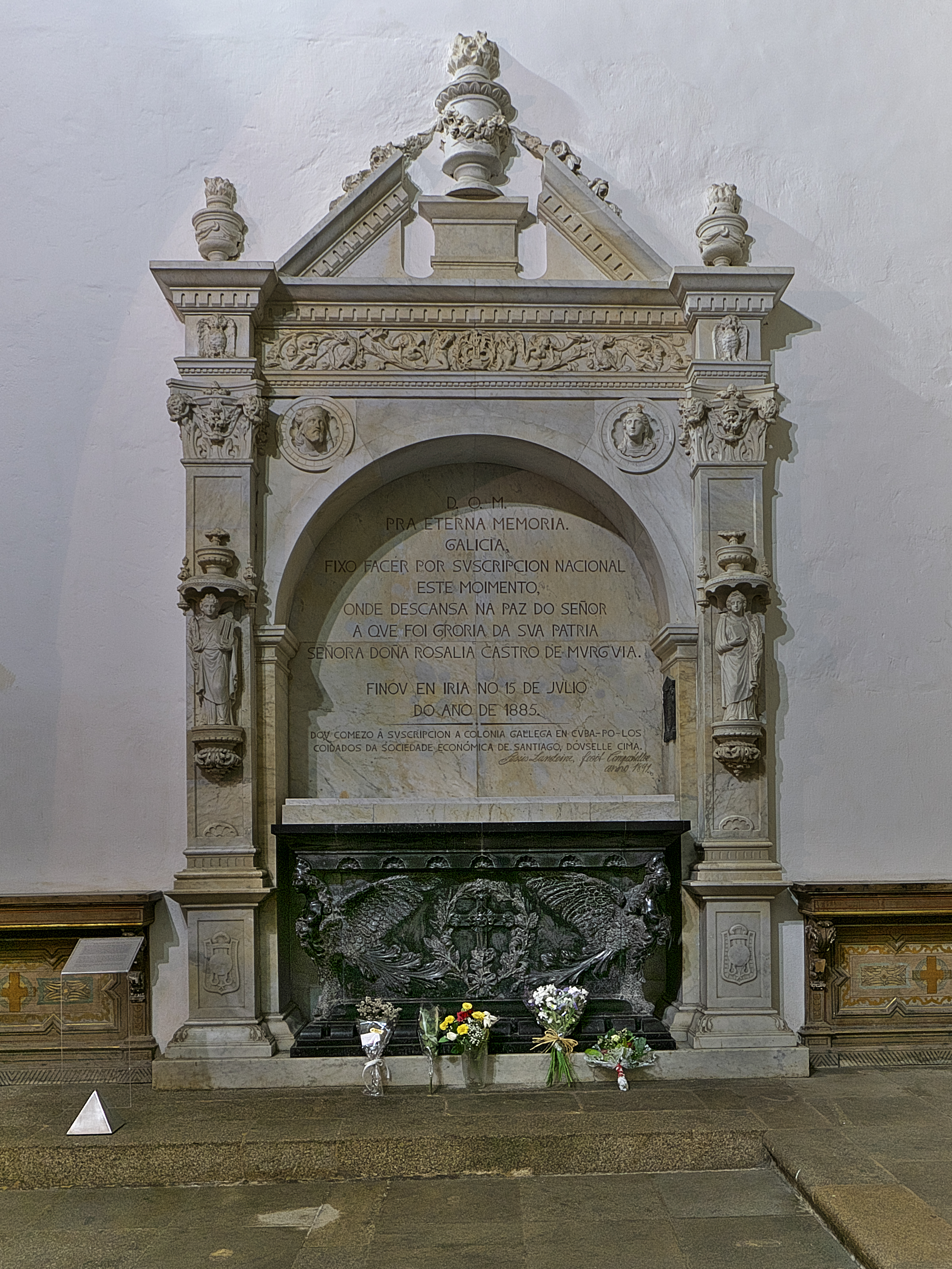 Sepulcro de Rosalía de Castro en el Panteón de Gallegos Ilustres