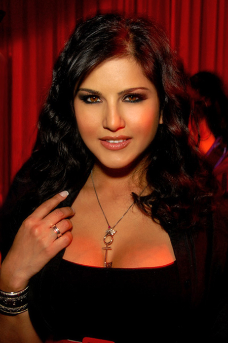 http://upload.wikimedia.org/wikipedia/commons/1/1e/Sunny_Leone_4_2009.jpg