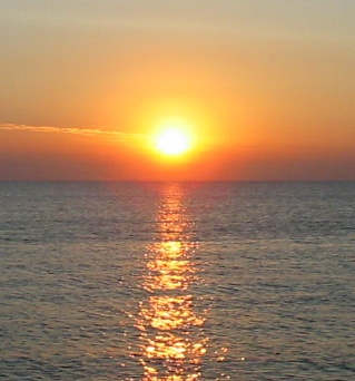 File:Sunrise over the sea.jpg