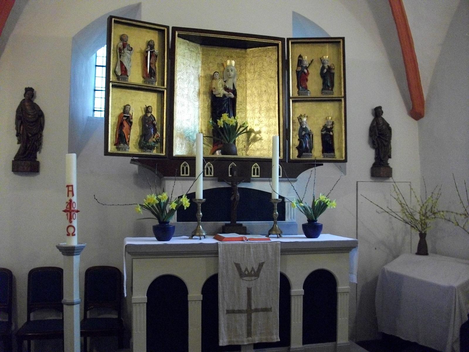 Taborkirche Hohenschönhausen Altar 2010-04-07 01.jpg