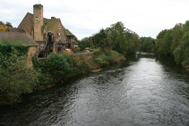 The River Derwent and Bridge Inn - geograph.org.uk - 1016137