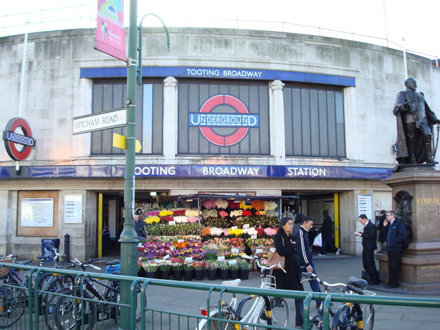 Tooting Broadway Underground Station - geograph.org.uk - 674884