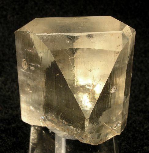 Kamienie szlachetne stosowane w biżuterii - topaz