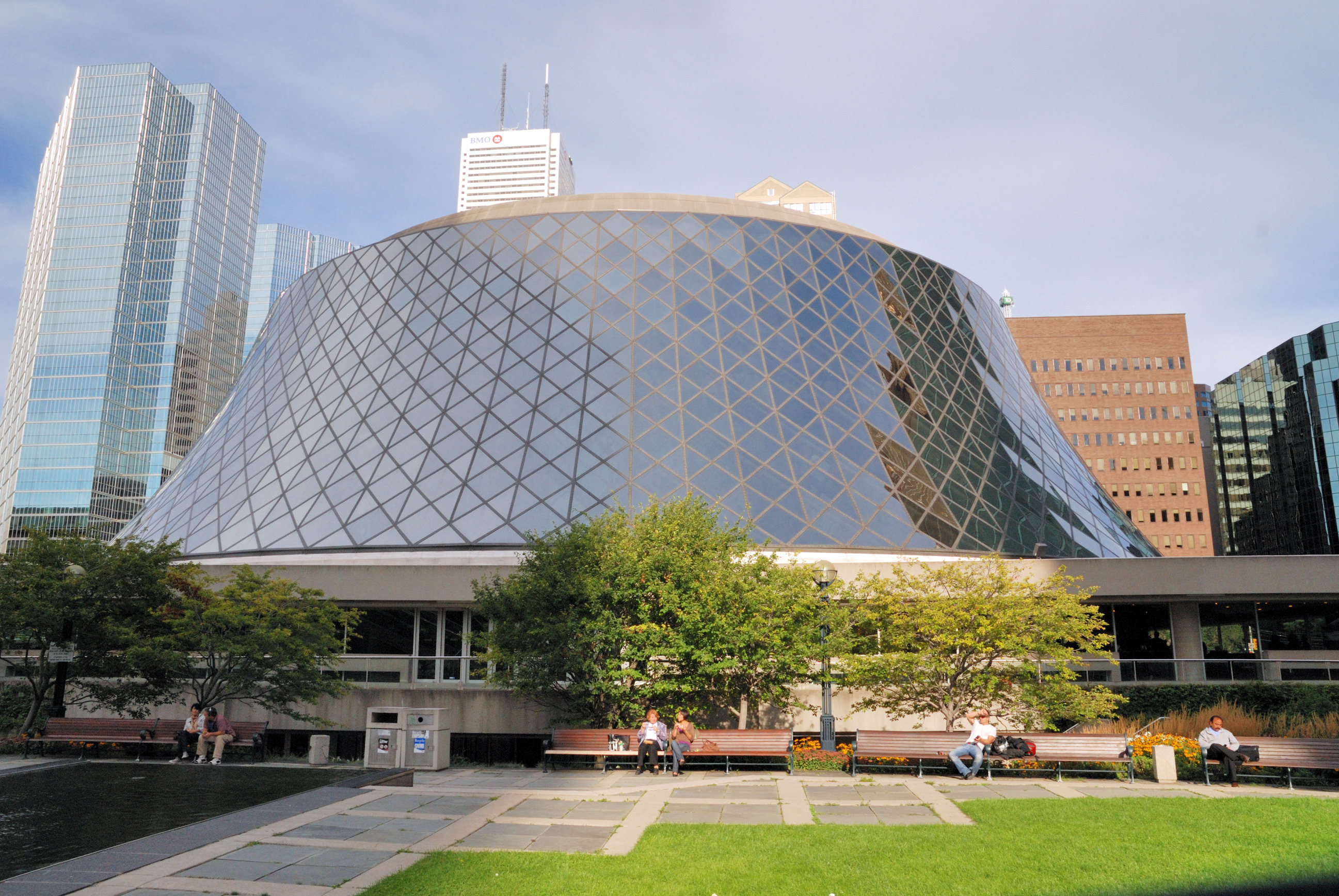 File:Toronto - ON - Roy Thomson Hall.jpg - Wikimedia Commons