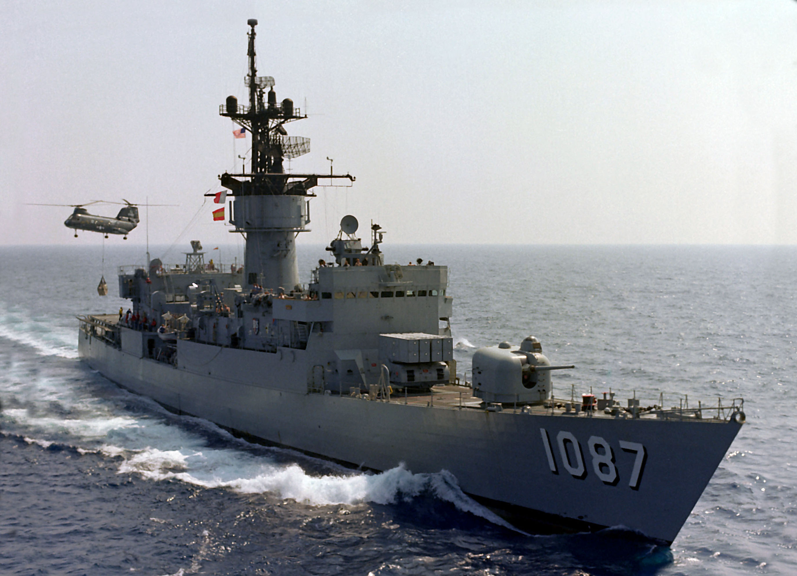 http://upload.wikimedia.org/wikipedia/commons/1/1e/USS_Kirk_%28FF-1087%29_UNREP.jpg