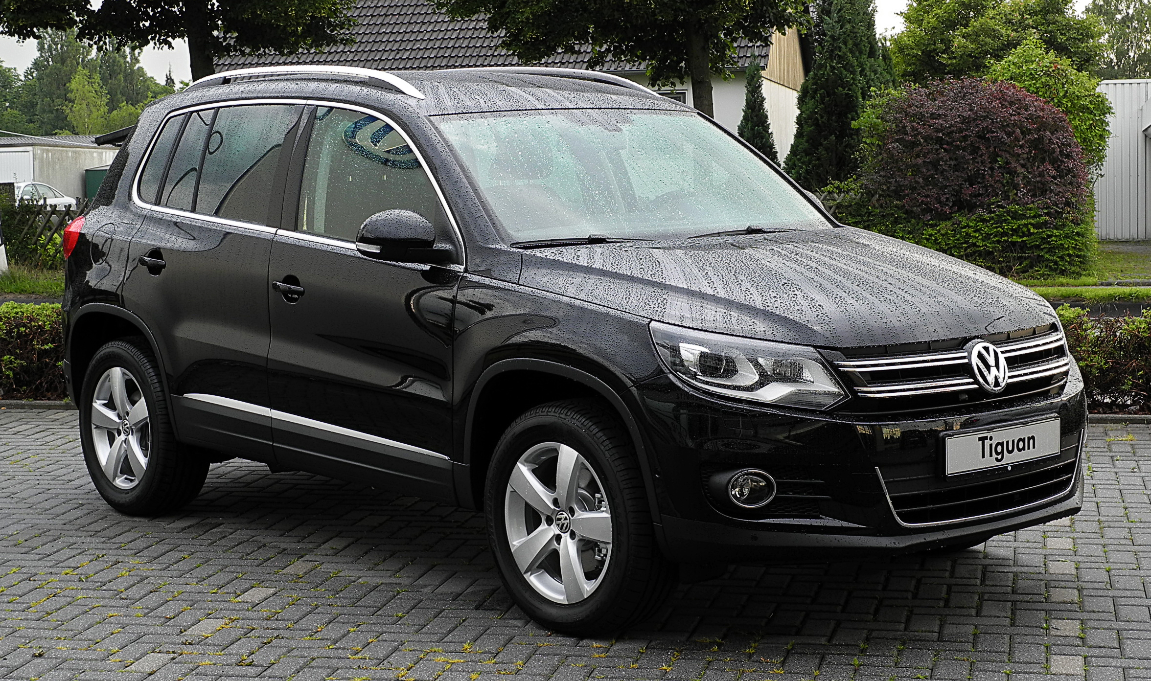 file vw tiguan sport style 2 0 tdi 4motion bluemotion technology facelift frontansicht 1. Black Bedroom Furniture Sets. Home Design Ideas