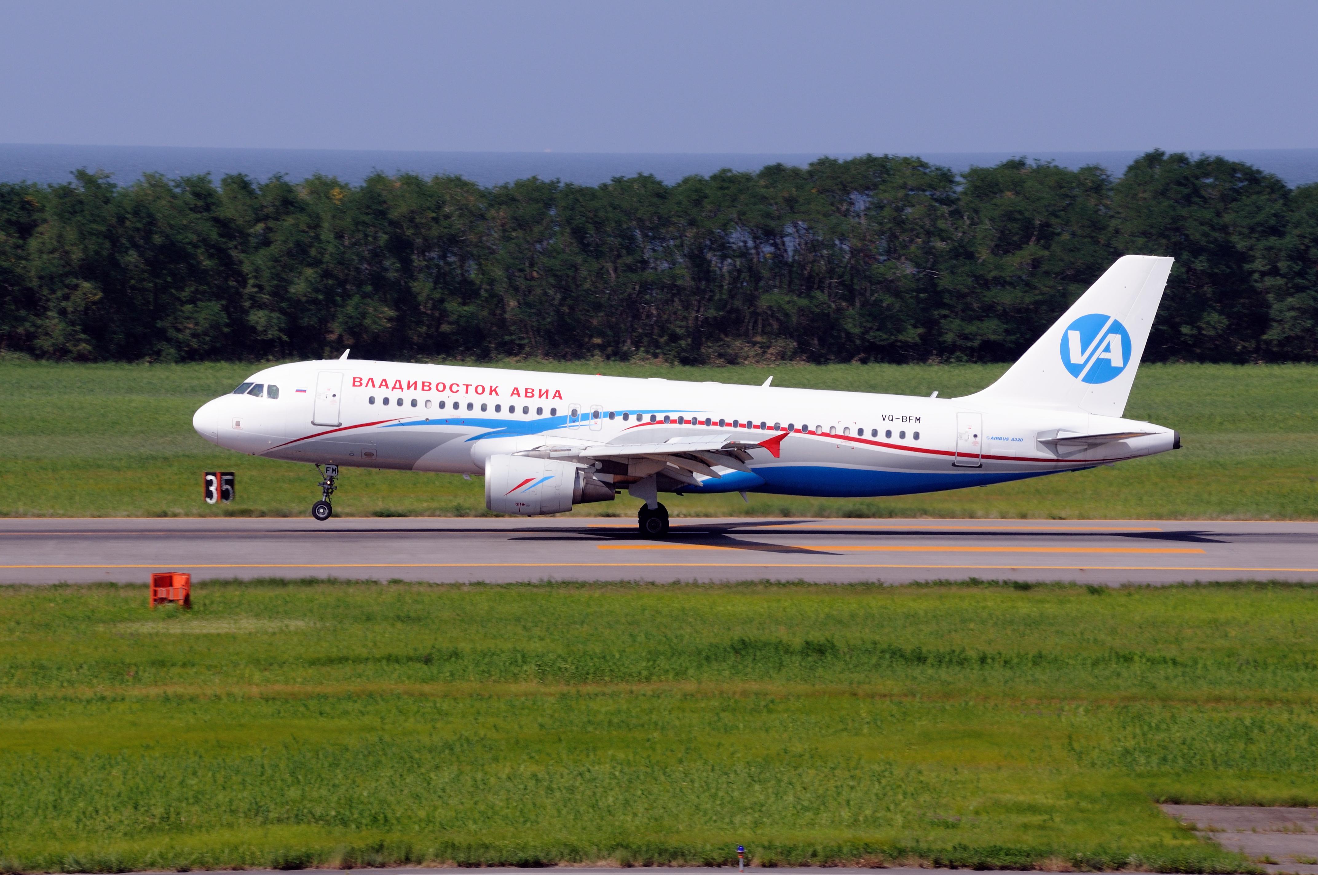 File:Vladivostok Air Airbus A320-214 (VQ-BFM 1379) (4934091593