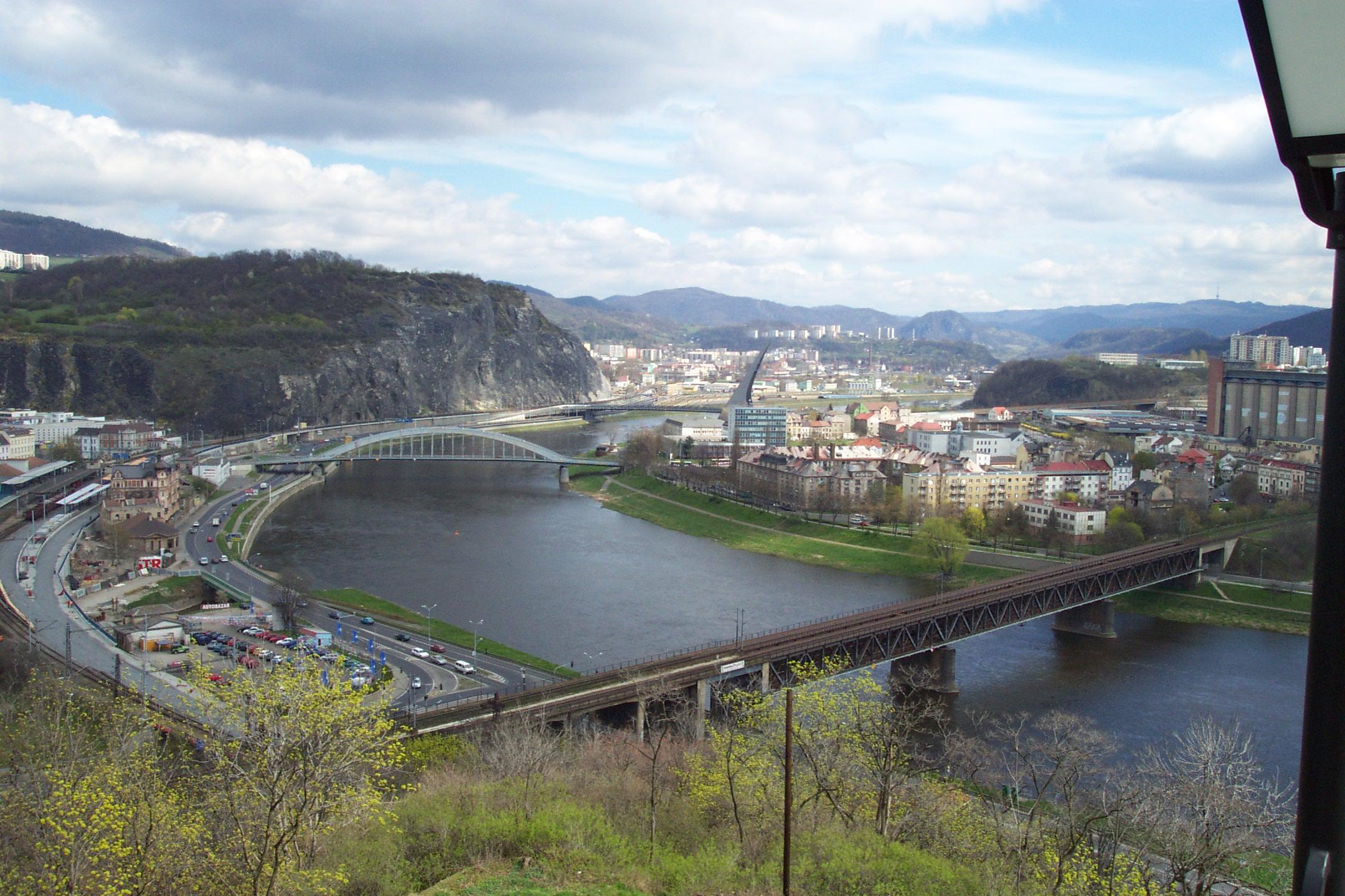 File:Ústí nad Labem, Větruše, Pohled na město.JPG - Wikimedia ...