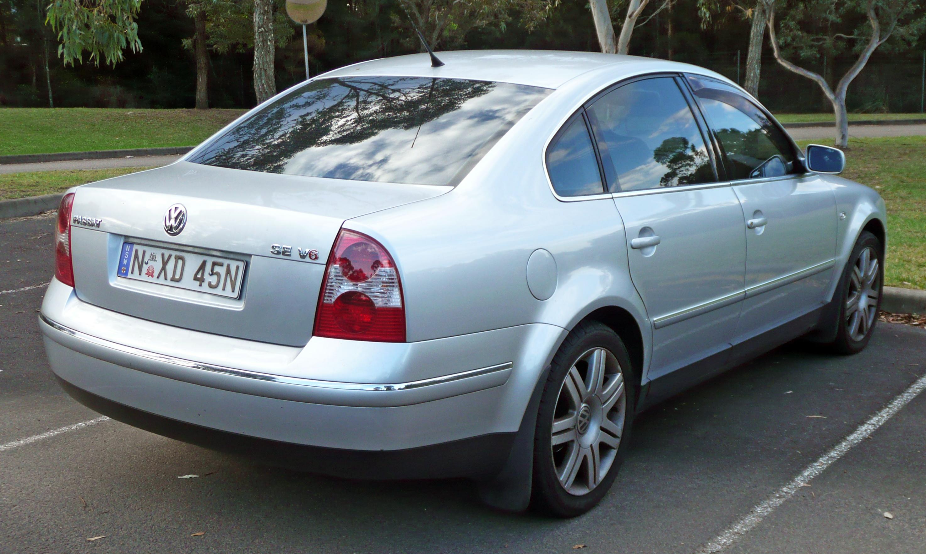 File2003 Volkswagen Passat 3BG MY03 SE V6 sedan 20100504 03