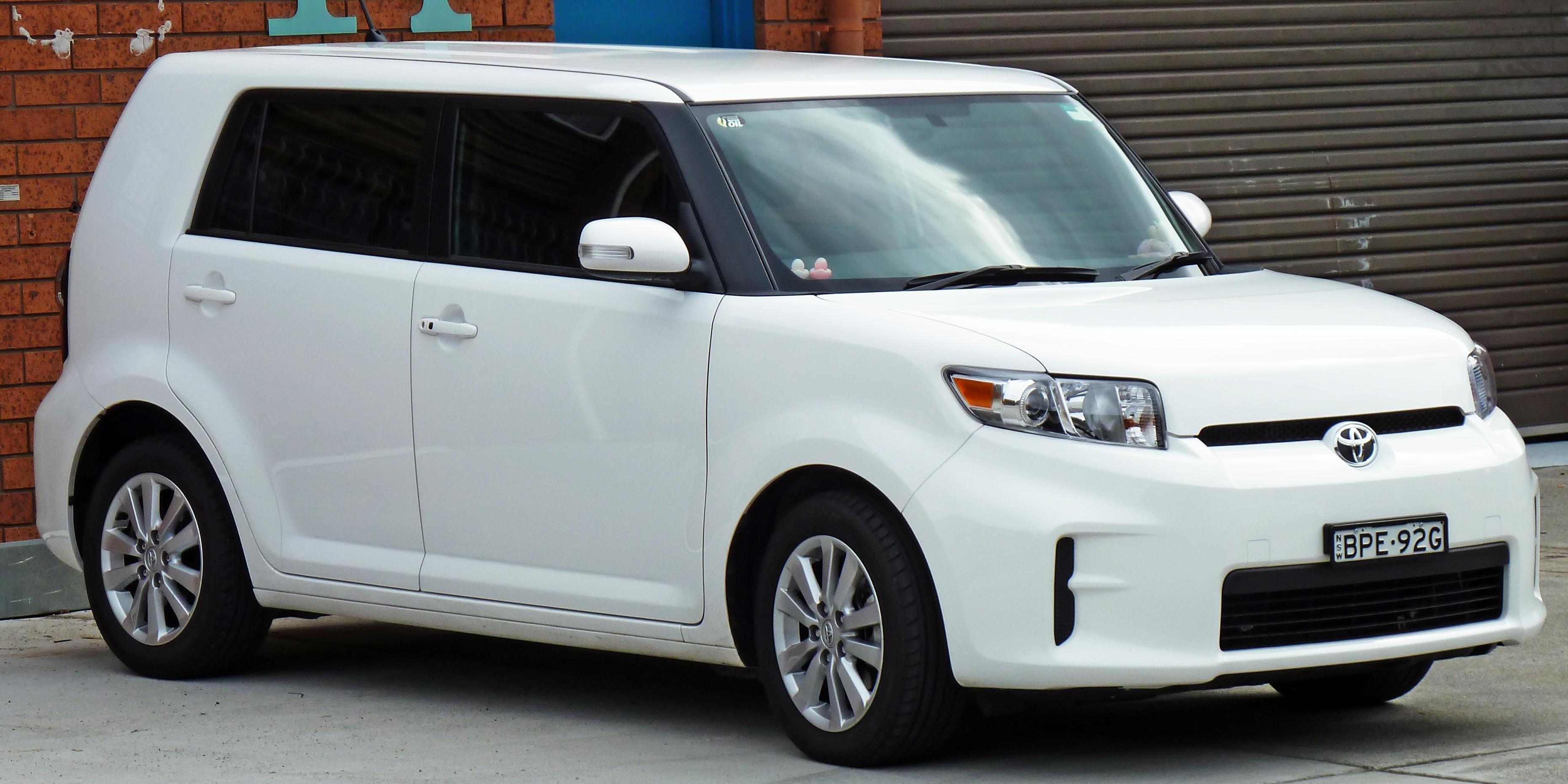 Description 2010 Toyota Rukus (AZE151R) hatchback 01.jpg