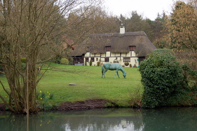 A cottage on the Basingstoke Canal - geograph.org.uk - 699292