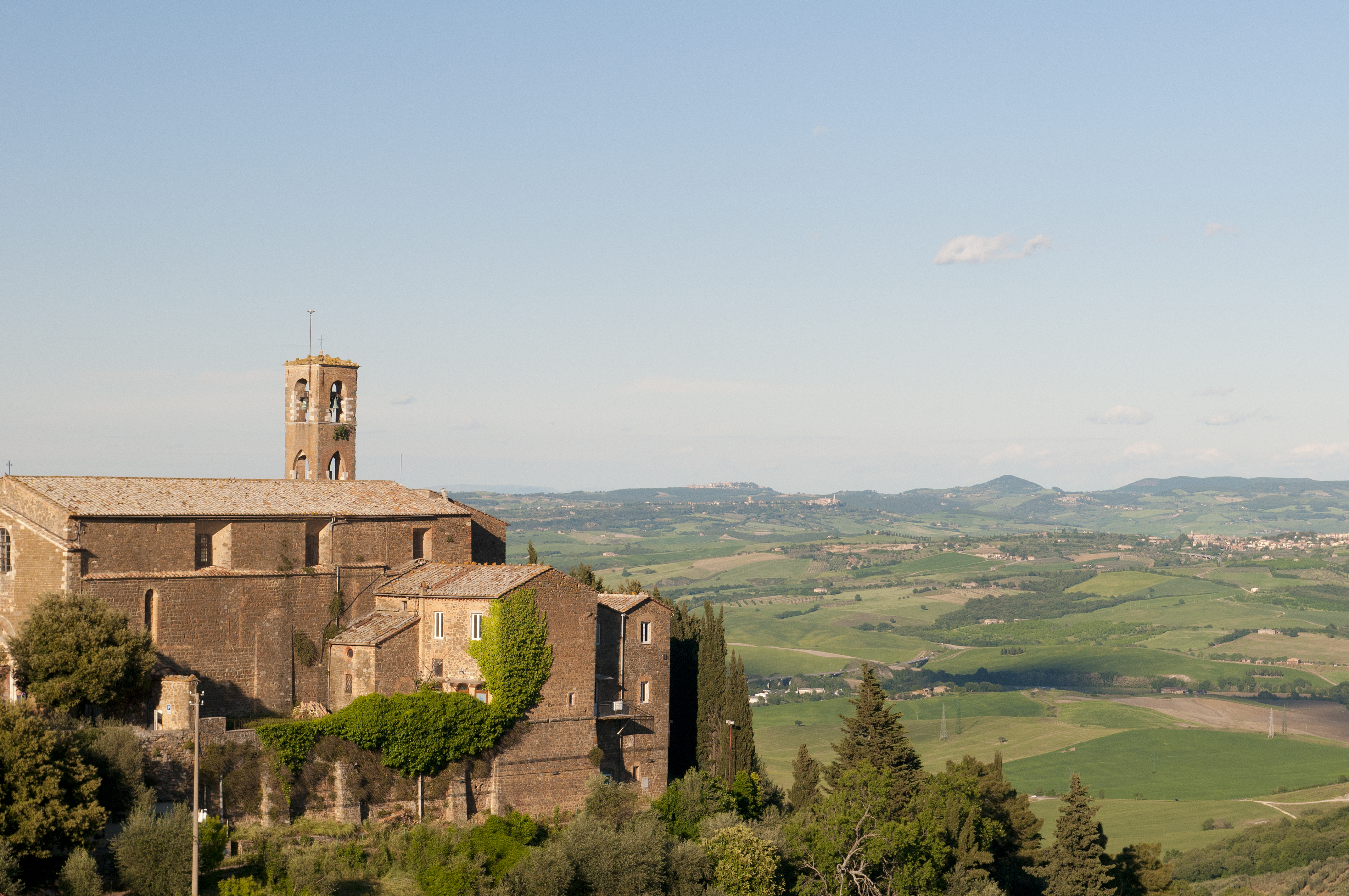 A view from Montalcino (5772034130).jpg