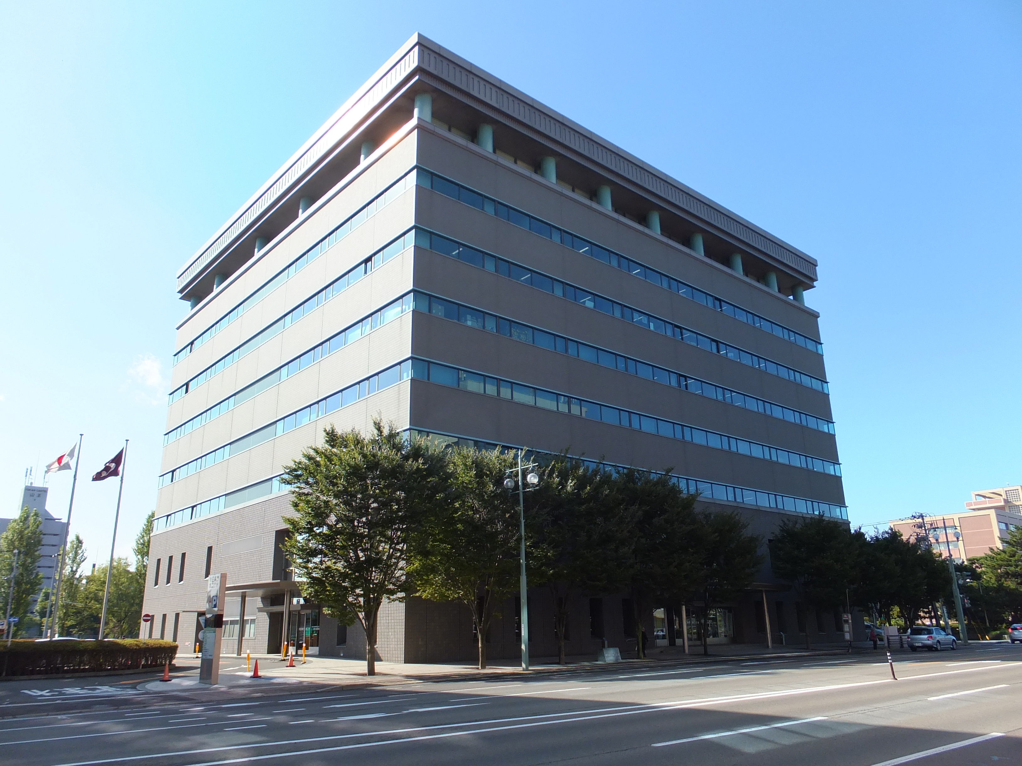 Akita_Prefectural_Government_Office_Building-2.jpg
