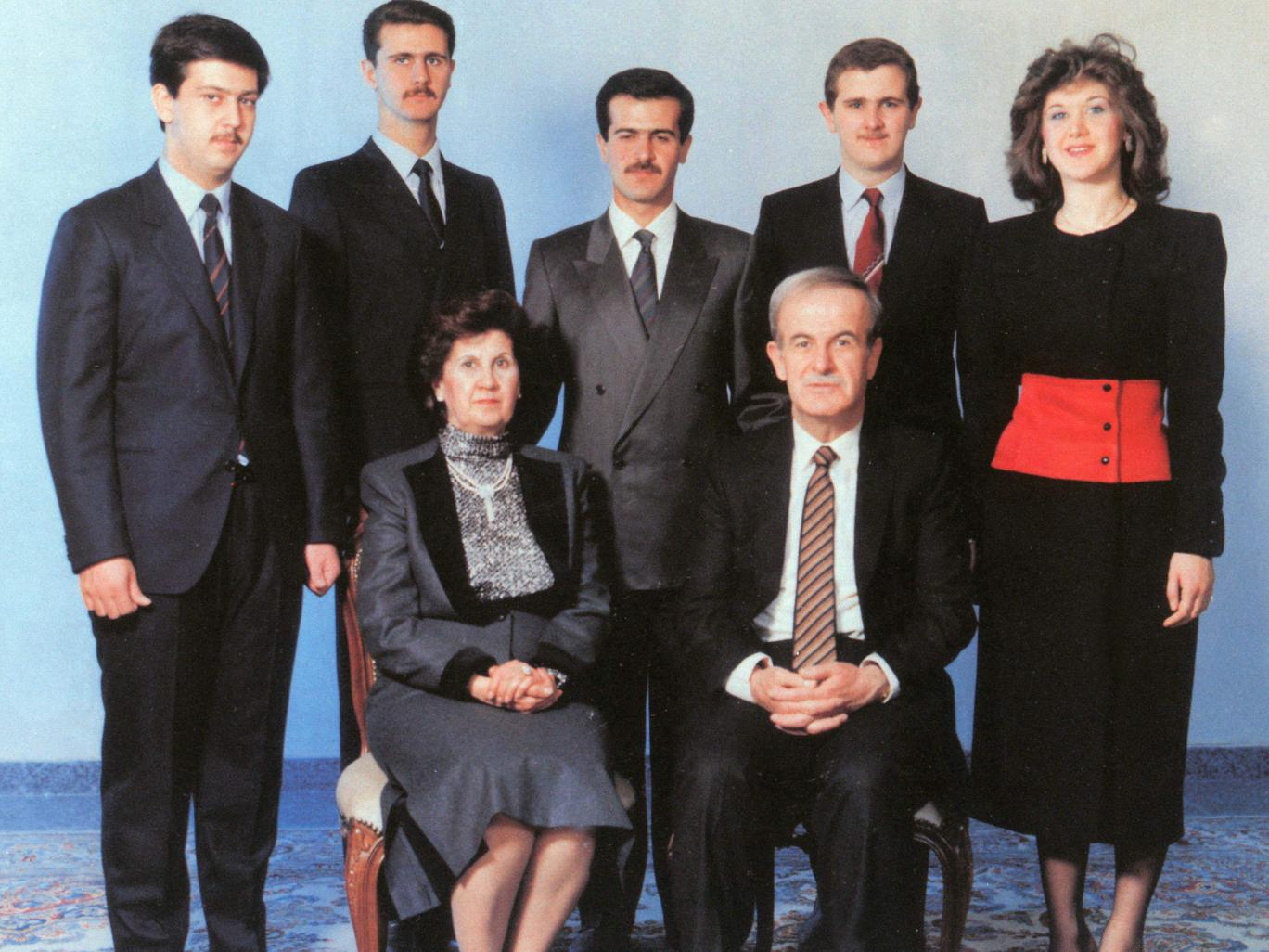 https://upload.wikimedia.org/wikipedia/commons/1/1f/Al_Assad_family.jpg