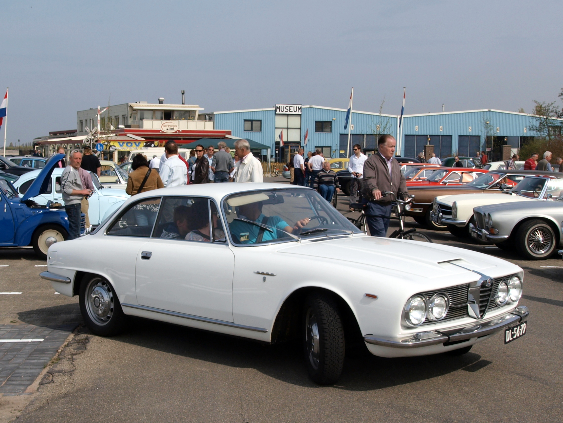 File:Alfa Romeo 2600 Sprint (1964) , Dutch licence ...