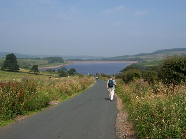 Approaching Leighton Reservoir from Pott Bank - geograph.org.uk - 466696