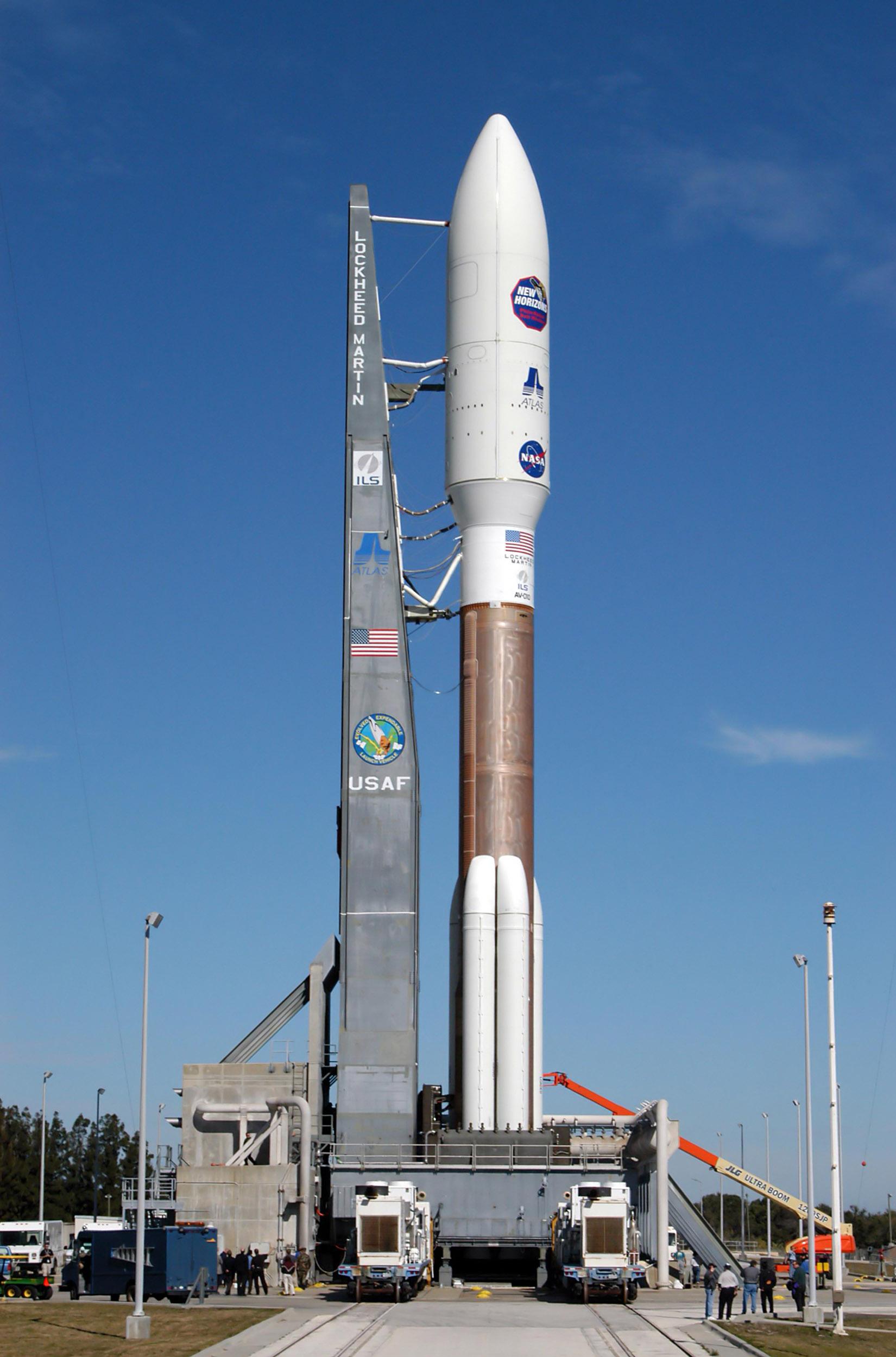 Building Fastest Spacecraft Using Sun Gravity