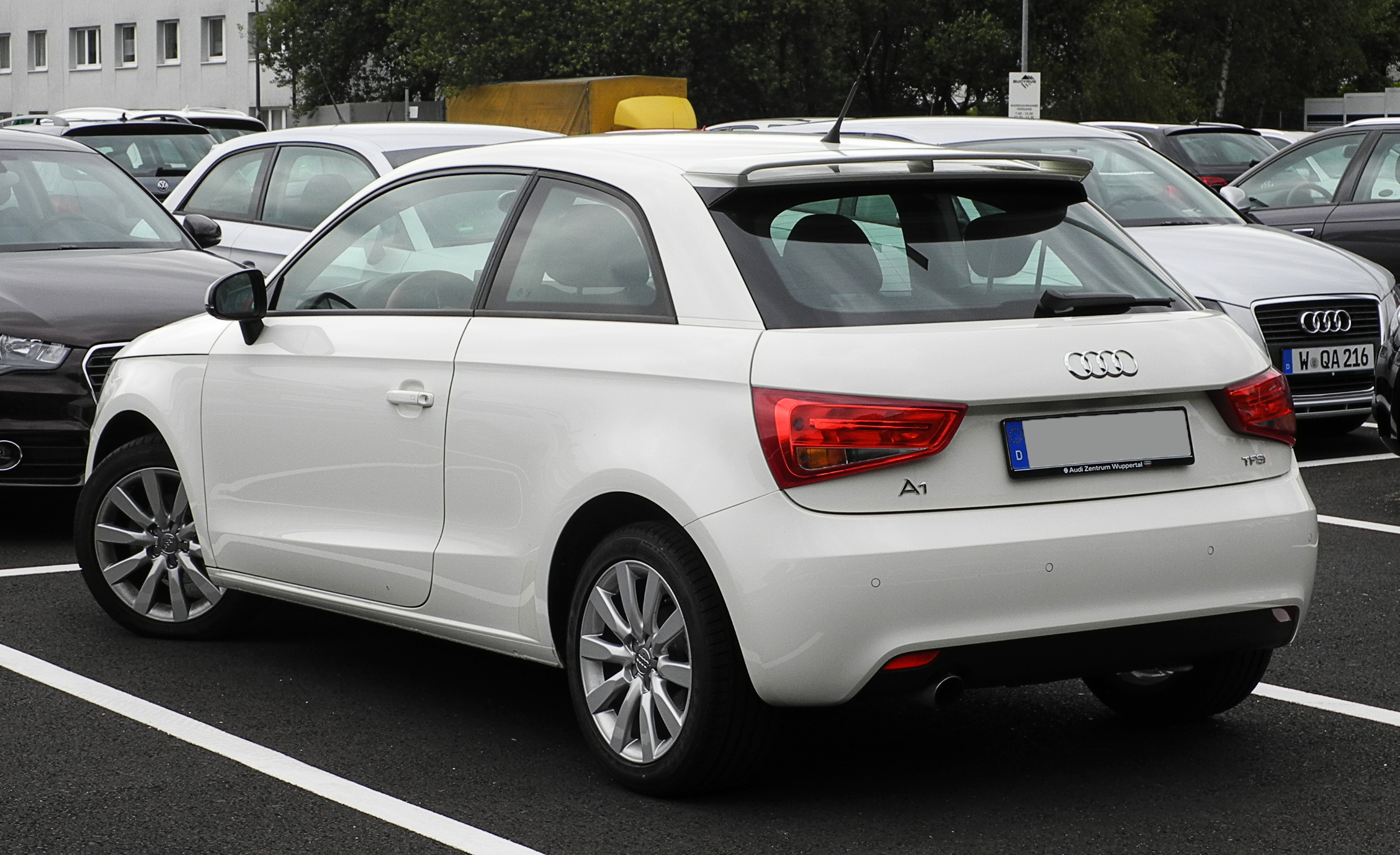 file audi a1 1 2 tfsi ambition heckansicht 13 juni 2011 wikimedia commons. Black Bedroom Furniture Sets. Home Design Ideas