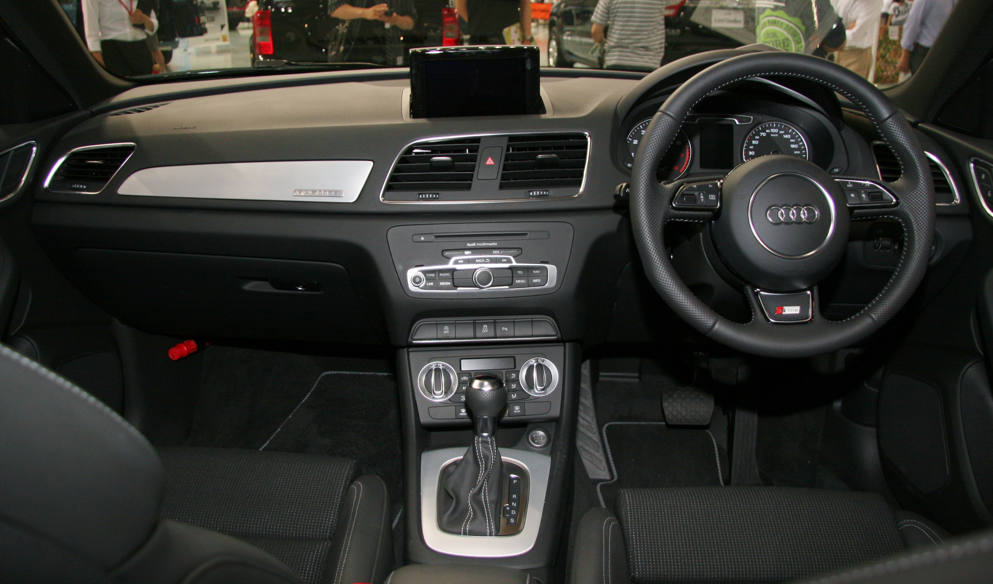 audi q3 2012 interior images galleries with a bite. Black Bedroom Furniture Sets. Home Design Ideas