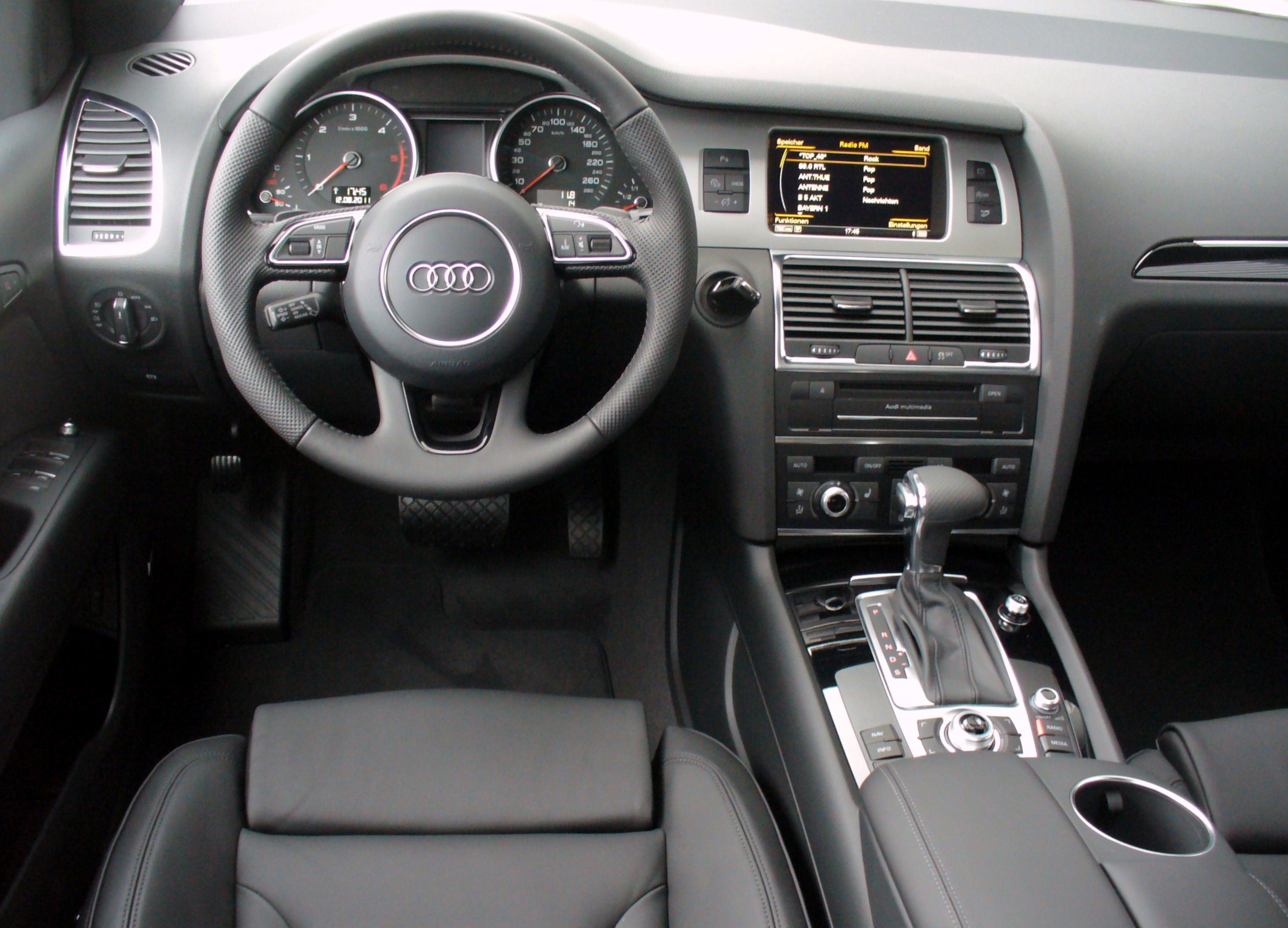 Image gallery 2007 audi aq7 for Interieur q7 2015