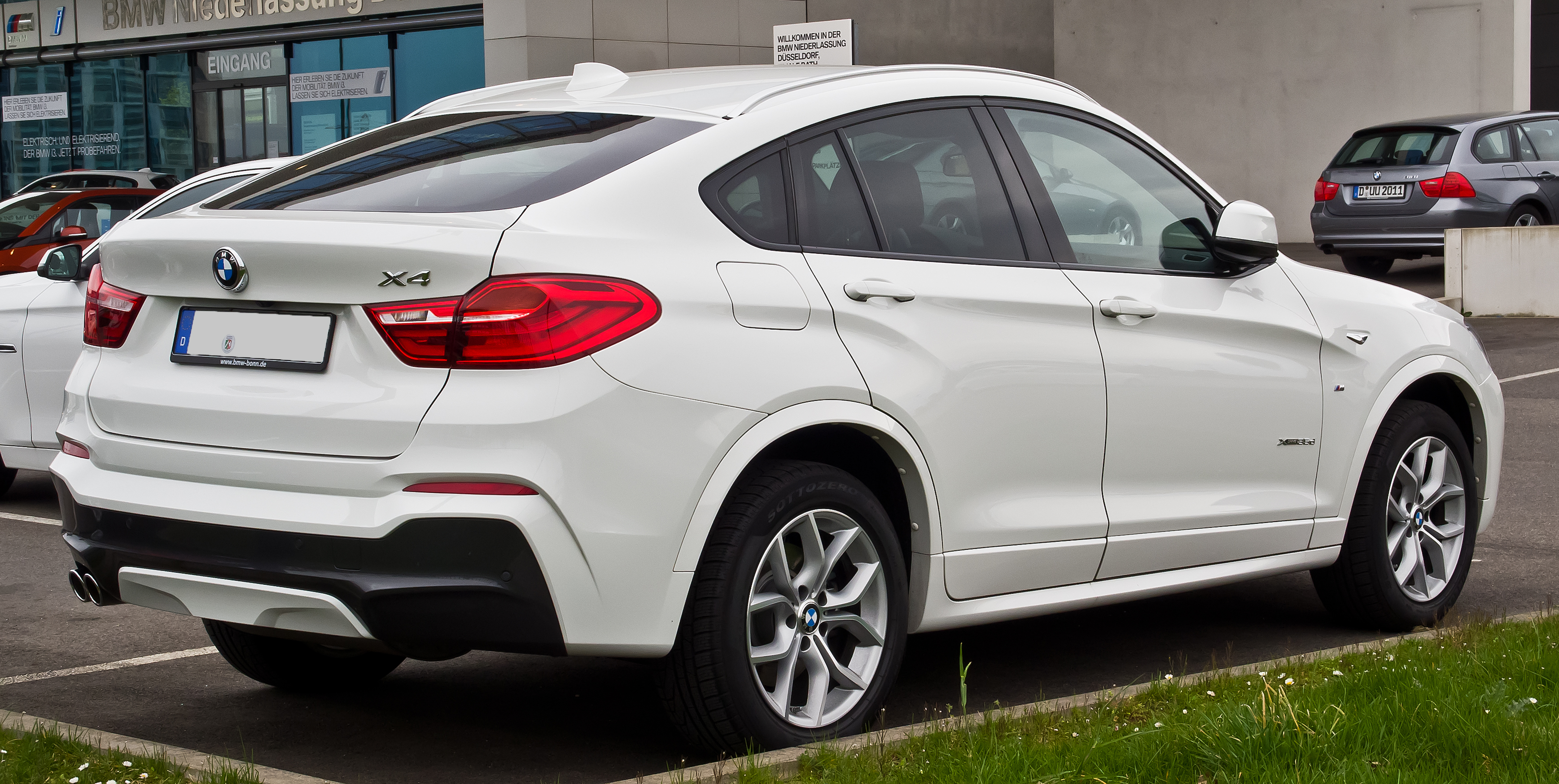 file bmw x4 xdrive35d m sportpaket f26 heckansicht 11 april 2015 d. Black Bedroom Furniture Sets. Home Design Ideas