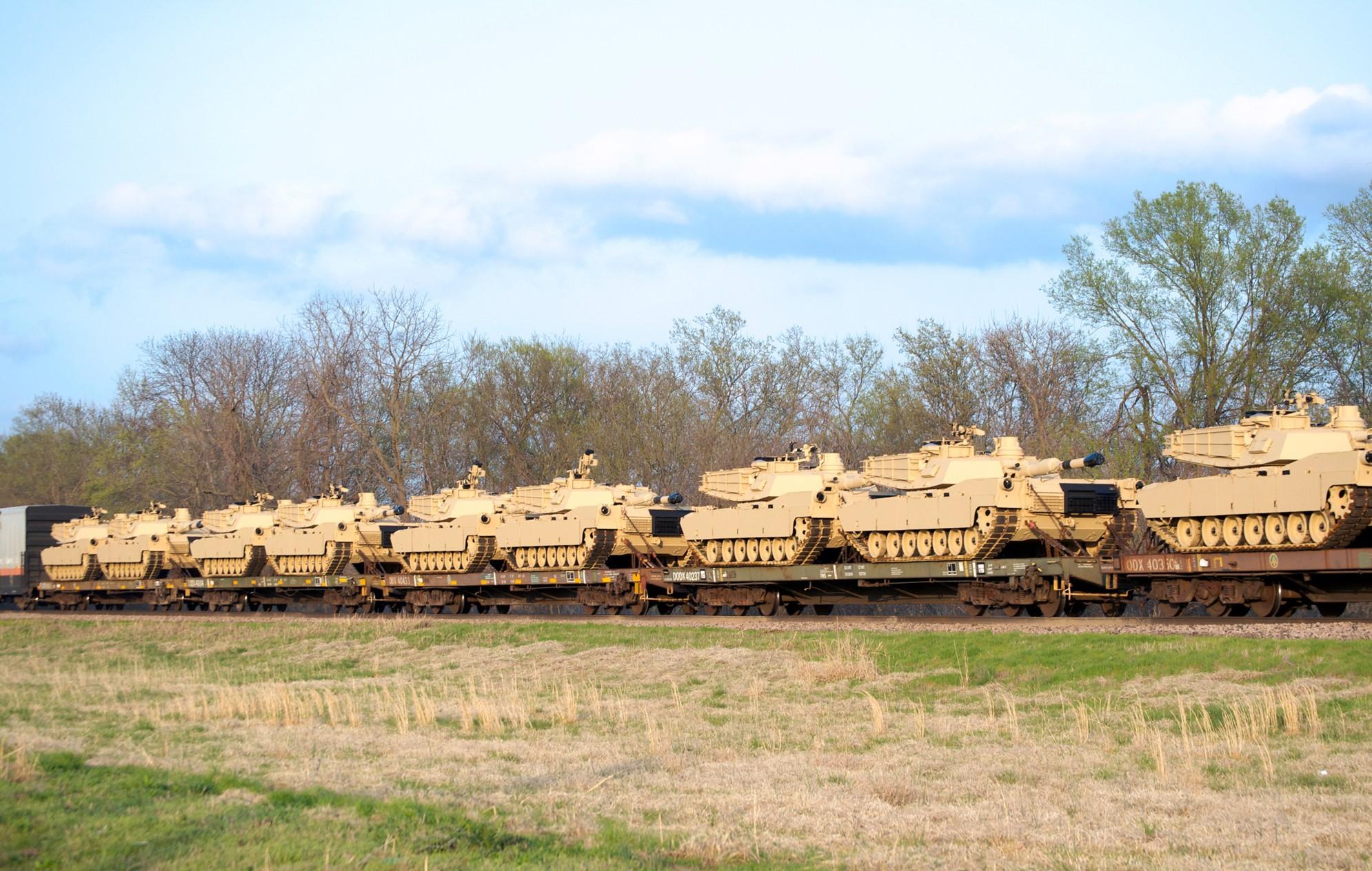 bnsf m1 abrams tanks