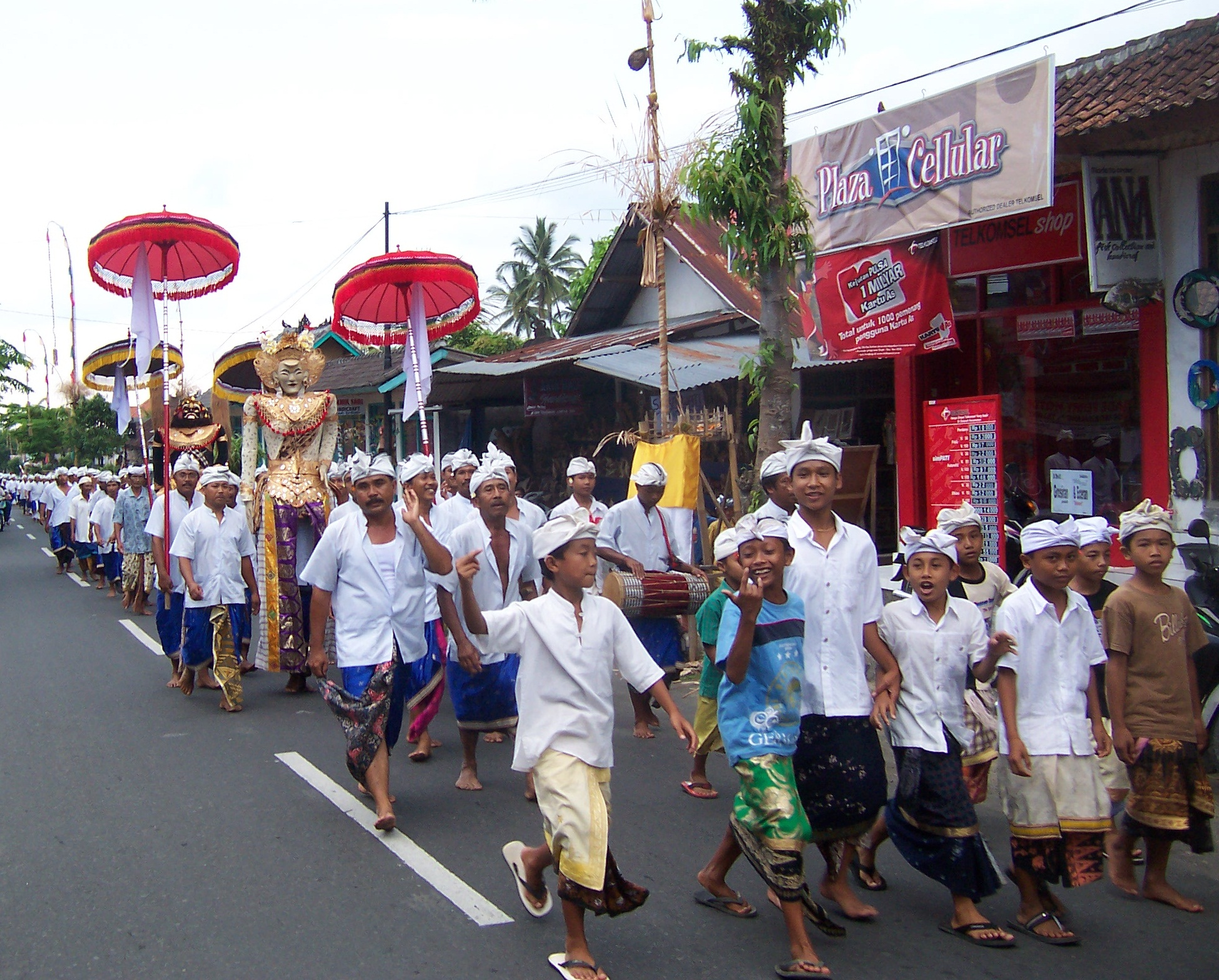 https://upload.wikimedia.org/wikipedia/commons/1/1f/BaliPerarakan.jpg