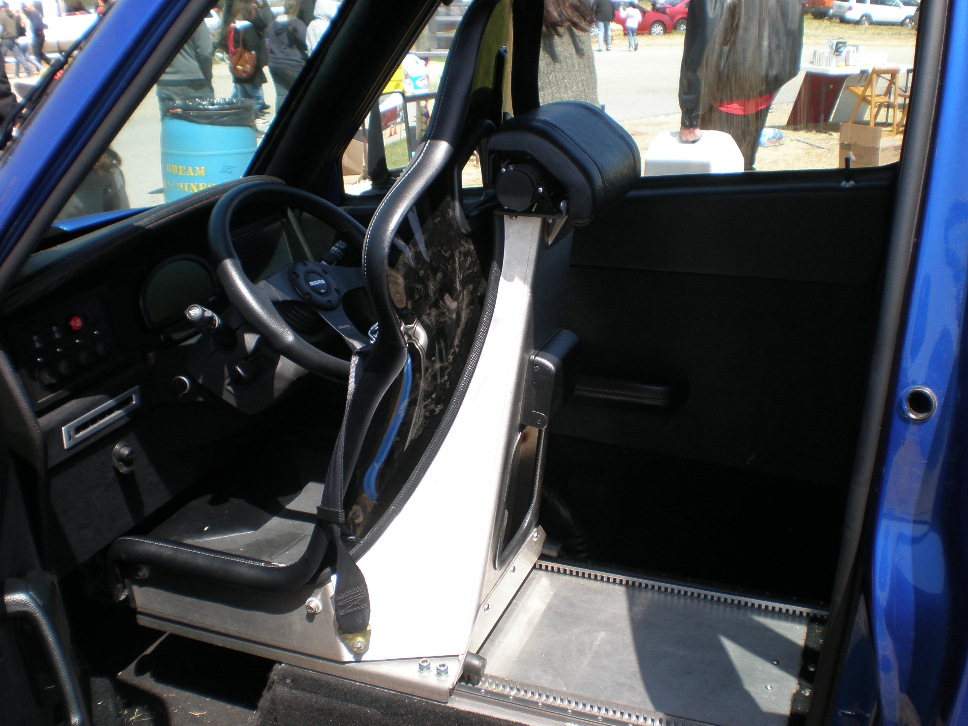 File:Blue Commuter Cars Tango T600 interior.JPG - Wikimedia Commons