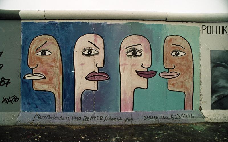 File:Bundesarchiv B 145 Bild-F086696-0017, Berlin, bemalte Reste der Berliner Mauer.jpg