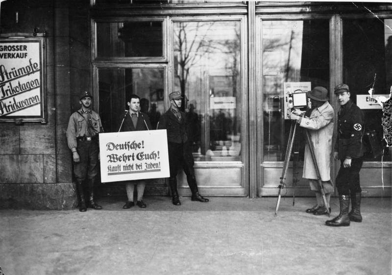 File:Bundesarchiv Bild 183-R70355, Berlin, Boykott jüdischer Geschäfte.jpg