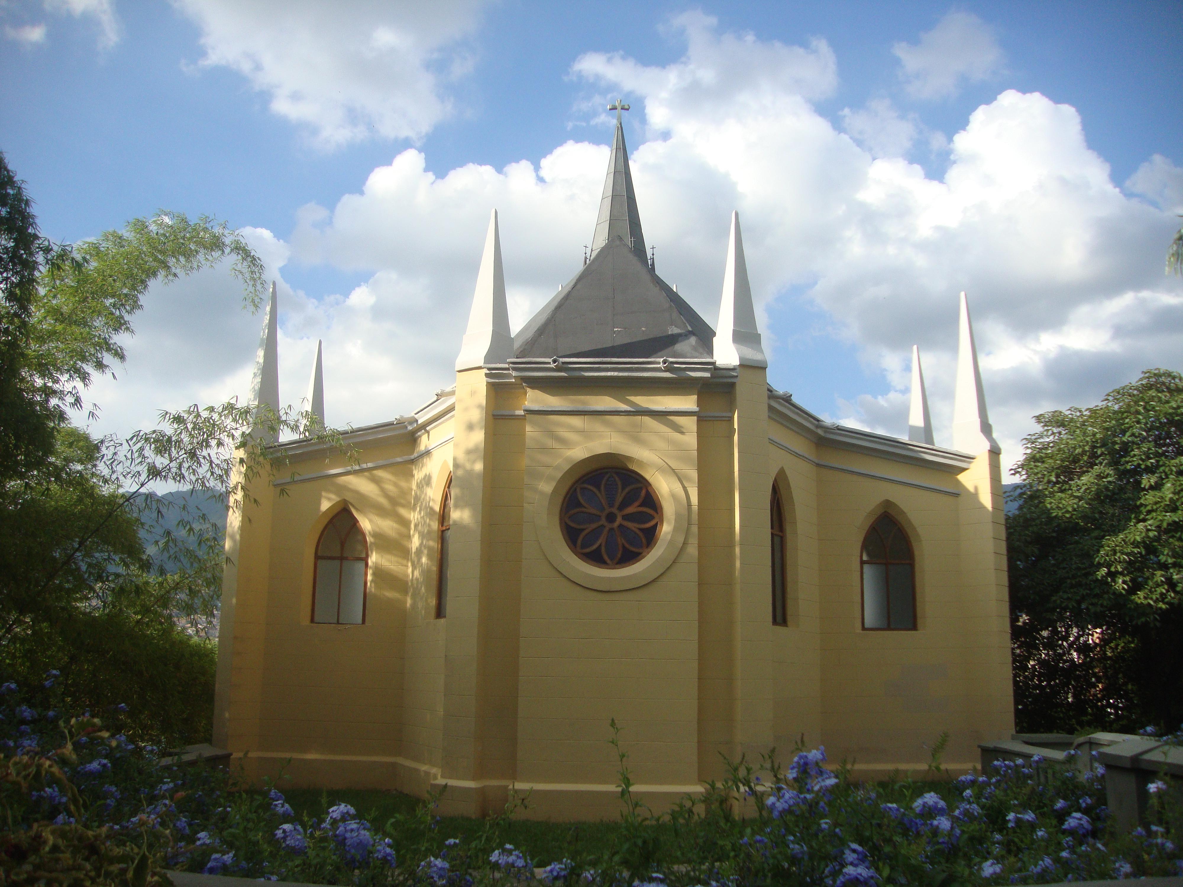 Archivo Capilla Nuestra Señora De Lourdes Parte Posterior Jpg Wikipedia La Enciclopedia Libre