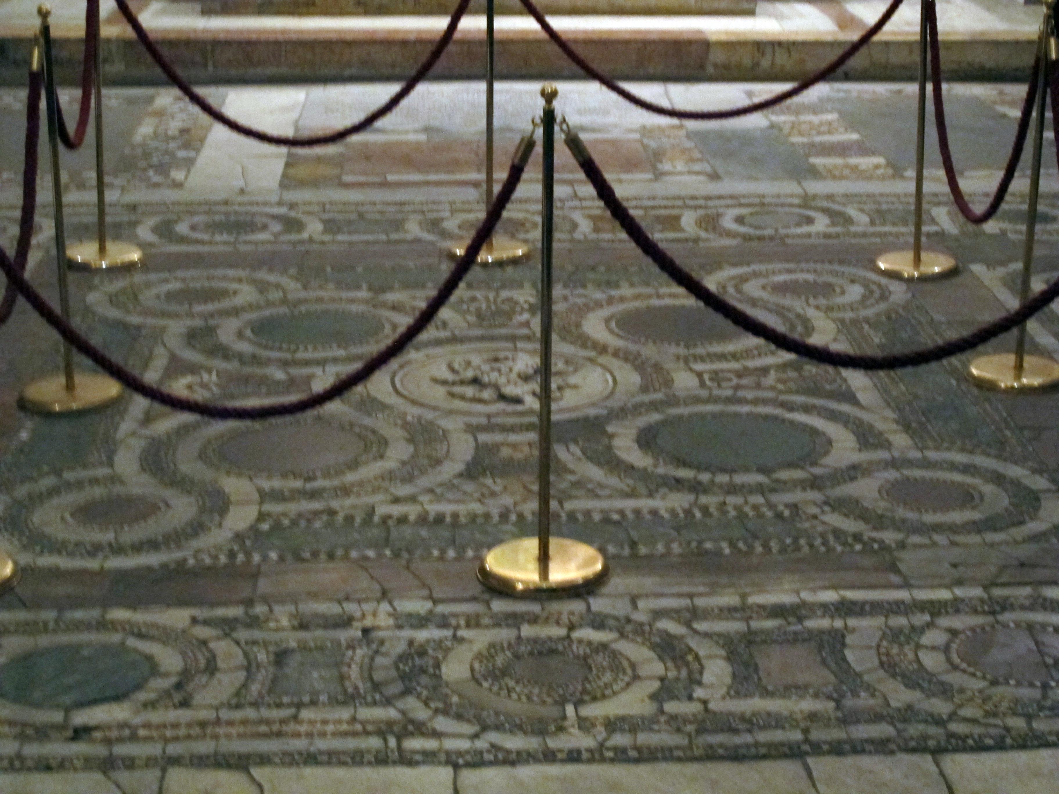 File cappella minutolo pavimento con mosaico ad animali for Pavimento con mosaico