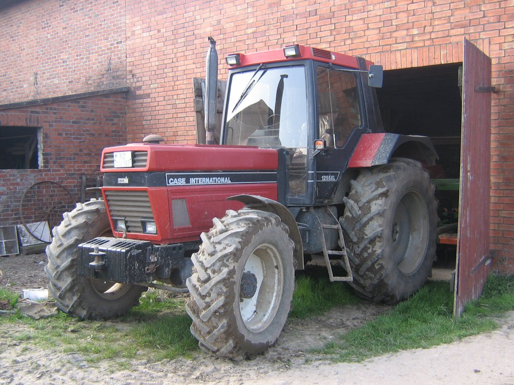 File:Case IH 1255 XL.jpg
