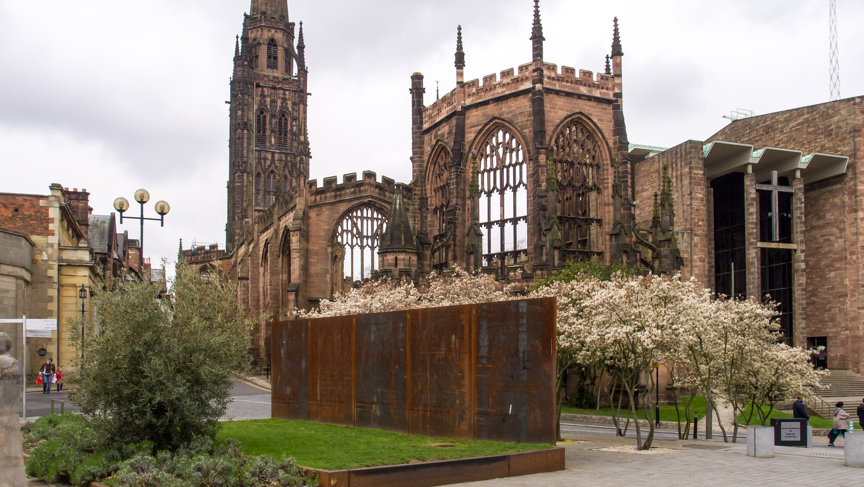 File Coventry Cathdral Ruins From University
