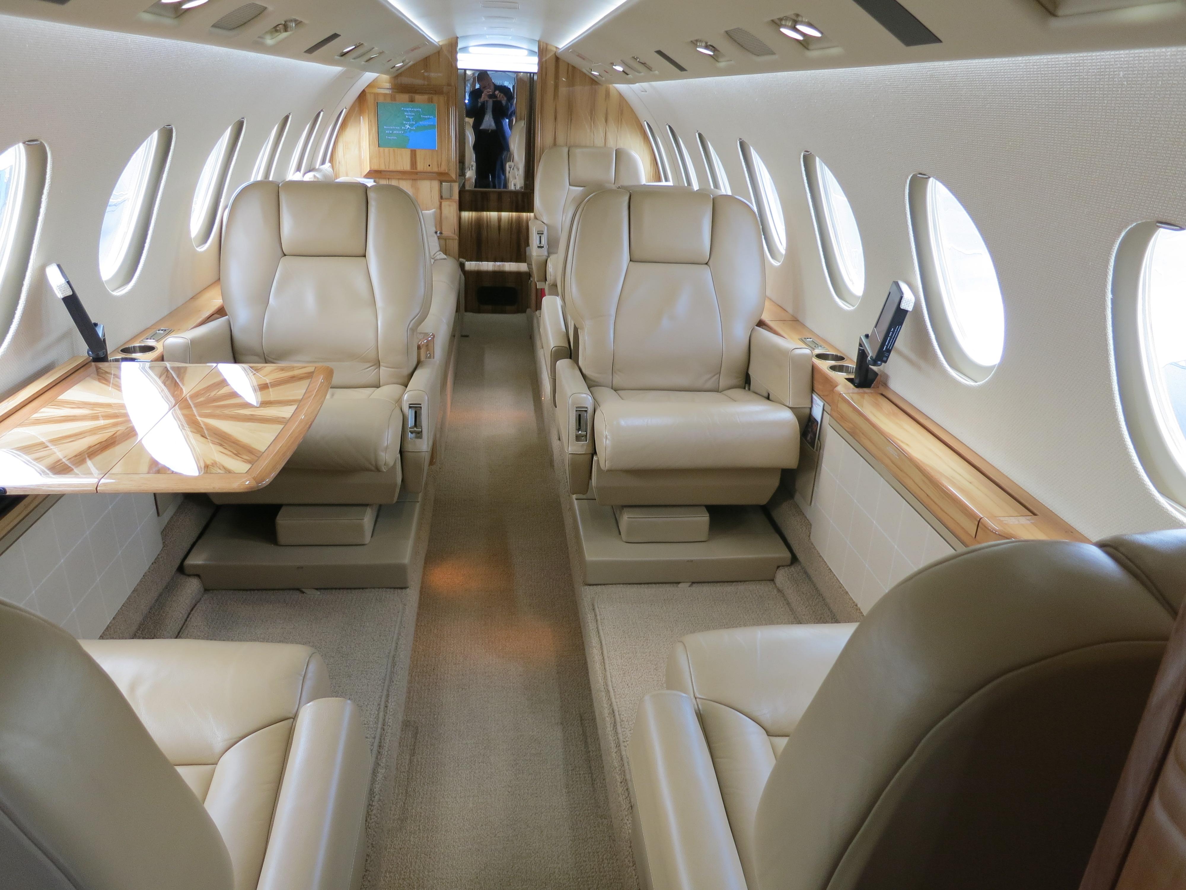 file dassault falcon 50 cabin interior jpg wikimedia commons