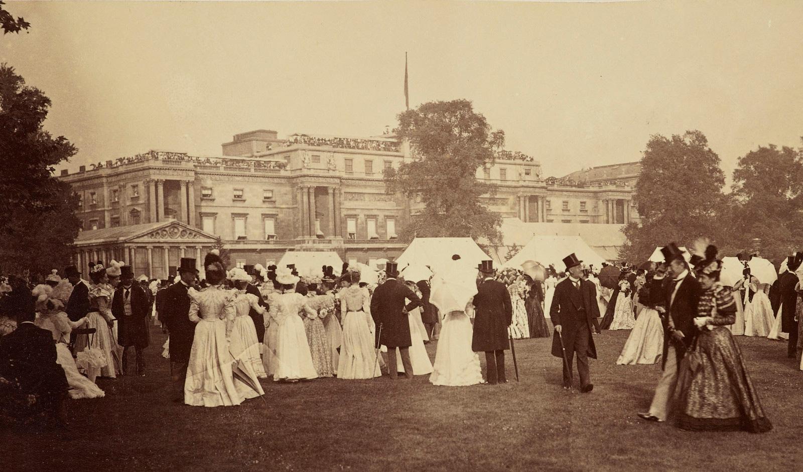 File:Diamond Jubilee Garden Party, Buckingham Palace, 1897.jpg ...