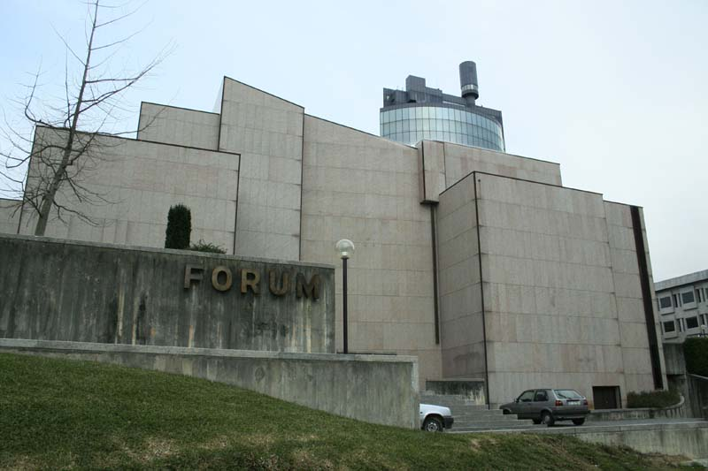 File:Forum Maia.jpg